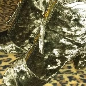 Qupid Chester-62 Olive Velvet Boots